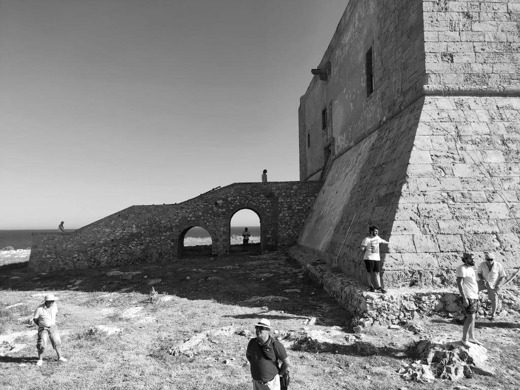 Viaggio nella Sicilia dell'800: la pesca del tonno, le cialome, la Fortezza e il destino di un ragazzo chiamato Colapesce